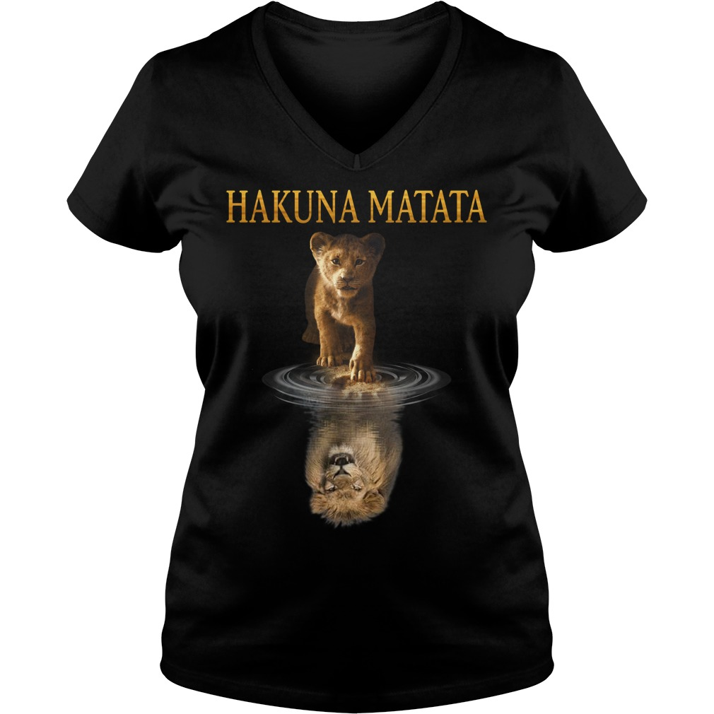 Hakuna Matata Simba Lion king water mirror reflection Mufasa V-neck T-shirt